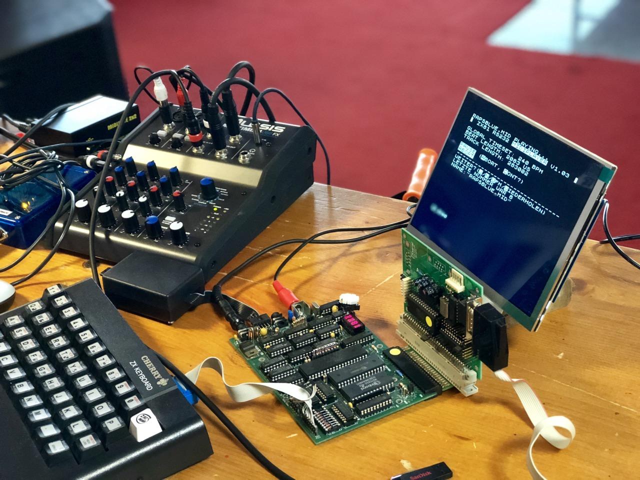Beim Vortrag zu MIDI und dem ZX81. (Bild: André Eymann)