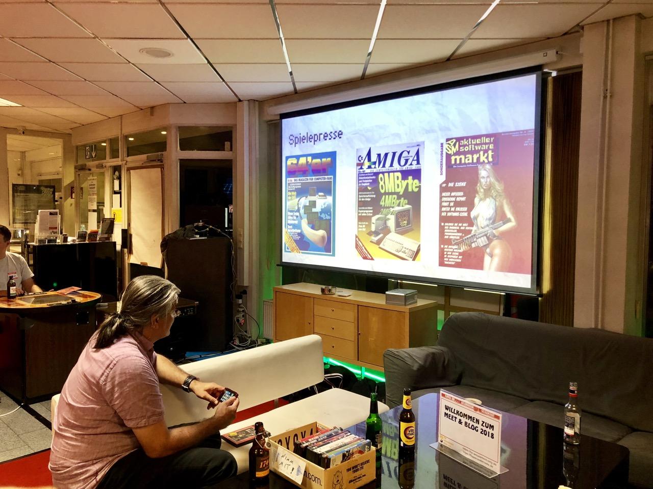Beim Vortrag über den Umgang mit Videospielgeschichte im modernen Journalismus. (Bild: André Eymann)
