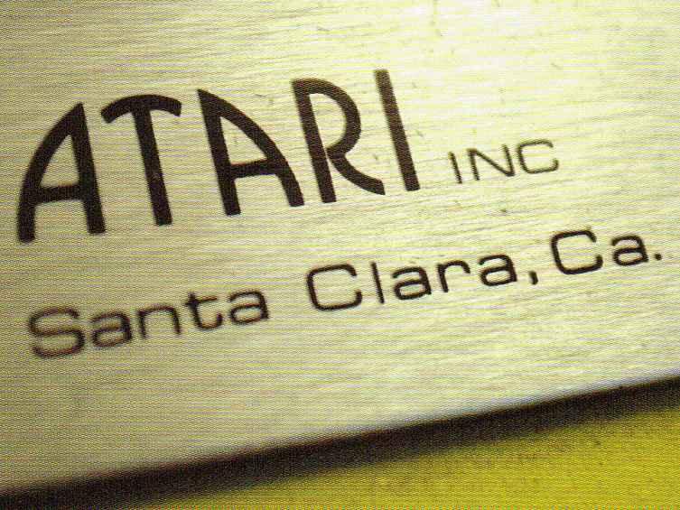 November 1972: der Automat Pong besaß noch nicht das weltbekannte Firmenzeichen sondern zeigte nur einen schnöden Schriftzug. (Bild: Atari)