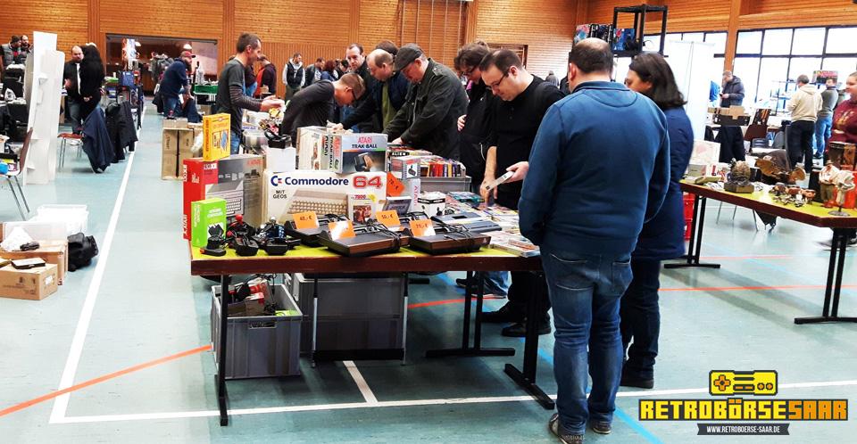 Atari Konsolen, Commodore Heimcomuter und viel Zubehör. (Bild: Retrobörse Saar)