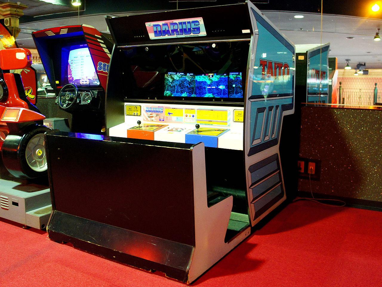 Darius Arcade Cabinet mit drei Bildschirmen. (Bild: 空練 via Wikipedia)
