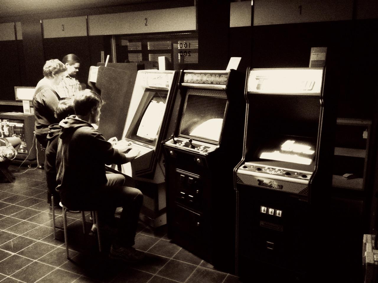 Die Arcade im Oldenburger Computer Museum versprüht den Charme einer Spielhalle der 1980er Jahre. (Bild: André Eymann)