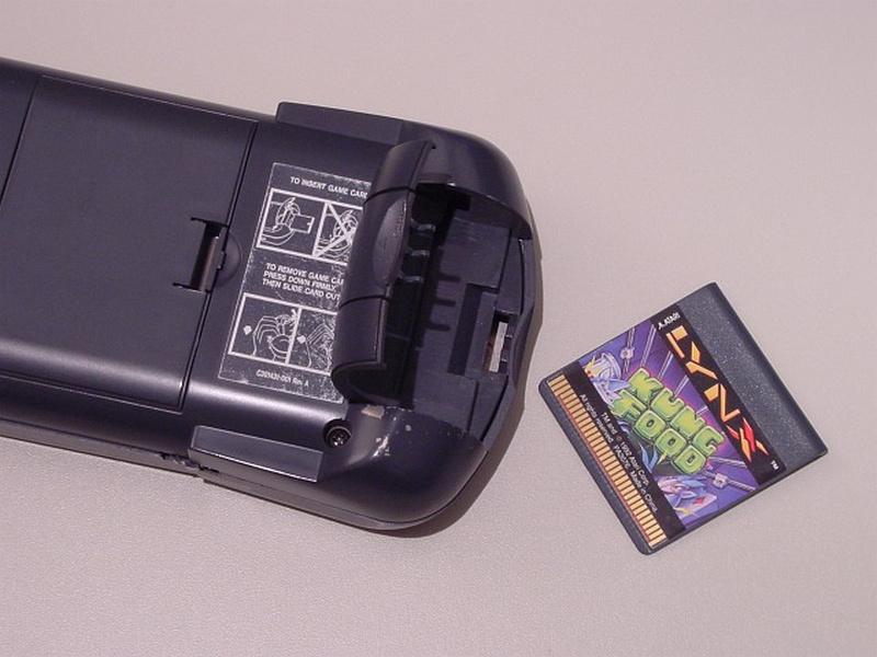 Aufgeklapptes Spielefach mit einem Modul als Beispiel. (Bild: André Eymann)
