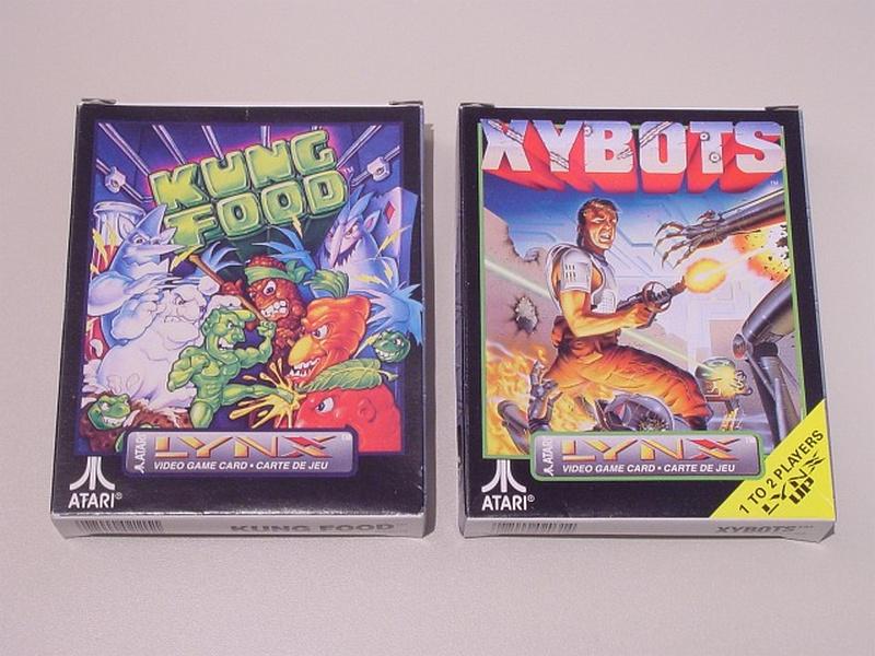 Die Spieleverpackungen von Kung Food und Xybots. (Bild: André Eymann)