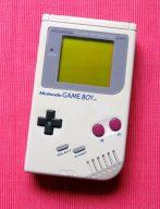 Der Game Boy von 1989: von diesem Modell wurden fast 120 Millionen Geräte verkauft. (Bild: André Eymann)
