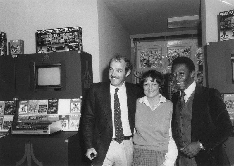 Gruppenbild in der Hamburger Verkaufszentrale von Atari. (Bild: Klaus Ollmann)