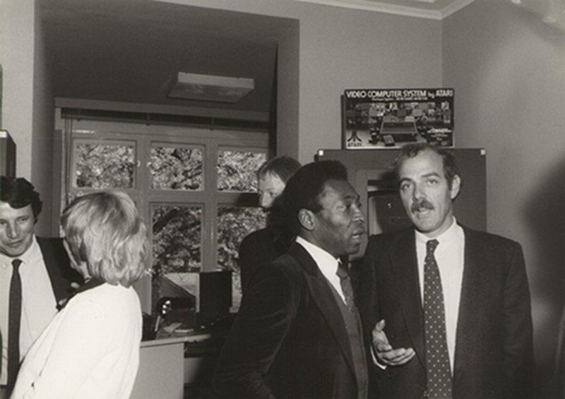 Klaus Ollmann im Gespräch mit Pelé. (Bild: Klaus Ollmann)