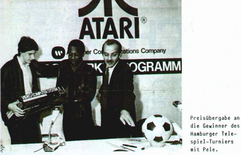 Preisübergabe an die Gewinner des Hamburger Telespiel-Turniers mit Pelé. (Bild: Klaus Ollmann)