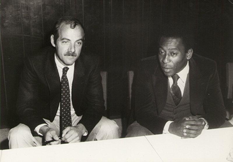 Klaus Ollmann und Pelé. (Bild: Klaus Ollmann)