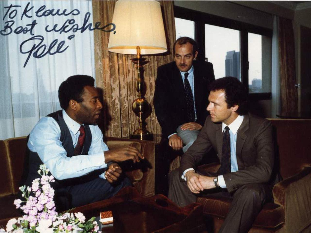 Zwei der besten Fußballspieler aller Zeiten zusammen mit Herrn Ollmann, ganz privat im Hamburger Hotel Intercontinental. (Bild: Klaus Ollmann)