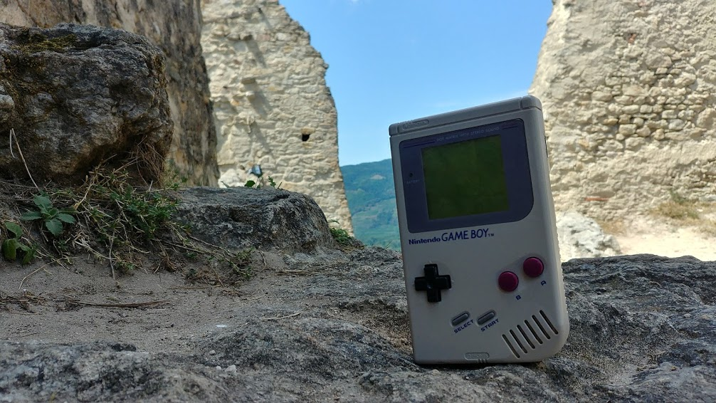 """Das Objekt der Begierde - der """"Ur-Game Boy"""", Modell DMG-01. (Bild: Leopold Brodecky)"""