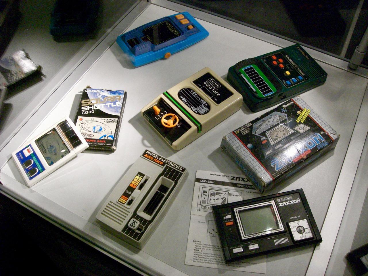 Frühe Handhelds von Mattel oder Casio. (Bild: André Eymann)