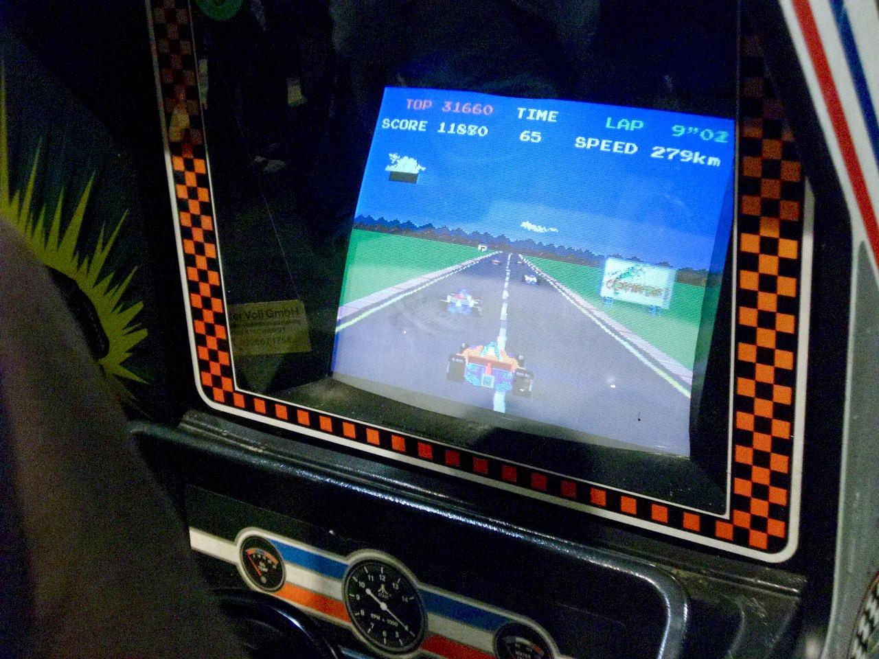 Der Arcade-Automat Pole Position von Atari. (Bild: André Eymann)