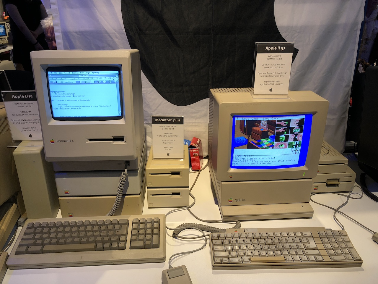 Apple Macintosh Plus und Apple II GS. (Bild: Stefan Vogt)