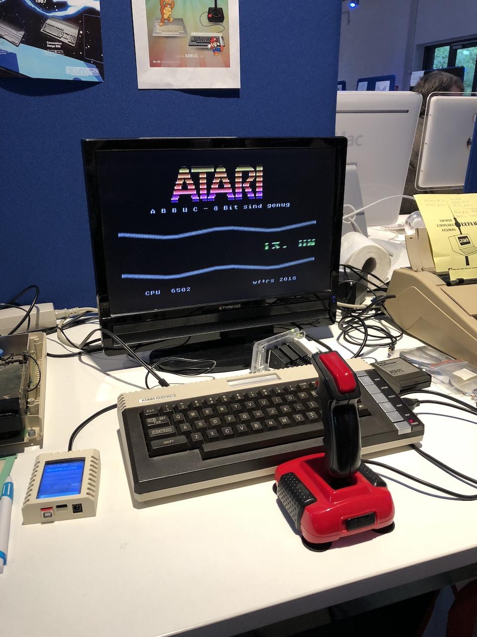 Ein Atari 600 XL. Es läuft ein Programm des ABBUC. (Bild: Stefan Vogt)
