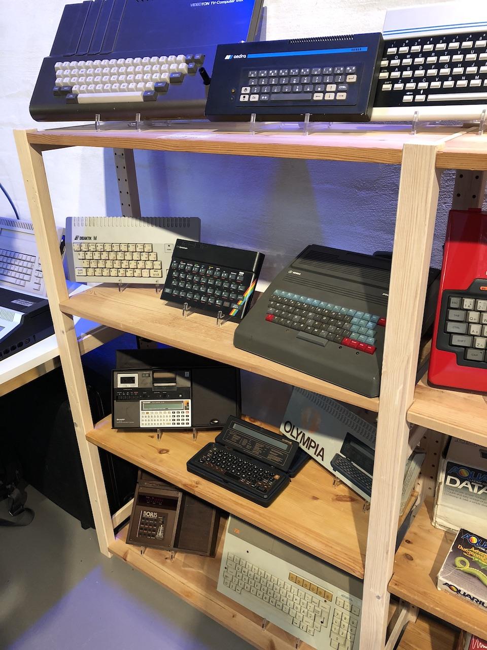 Weitere seltene Hardware u. a. ein Didaktik M aus der Tschechoslowakei. (Bild: Stefan Vogt)