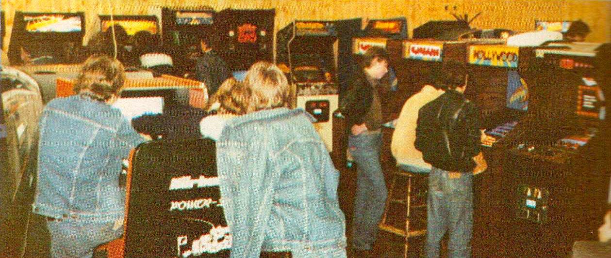 Blick in eine Spielhalle der 80er Jahre, hier fand jeder schnell neue Kontakte mit Gleichgesinnten. (Bild: Electronic Games)