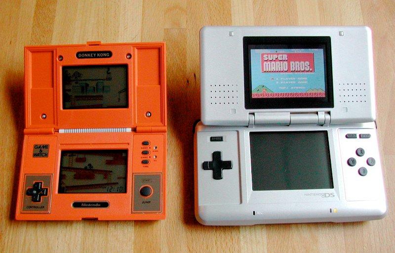 Multi Screen von 1982 (links) und Double Screen - 1. Generation, von 2005 (rechts). Auf den ersten Blick hat sich nicht viel geändert. (Bild: André Eymann)