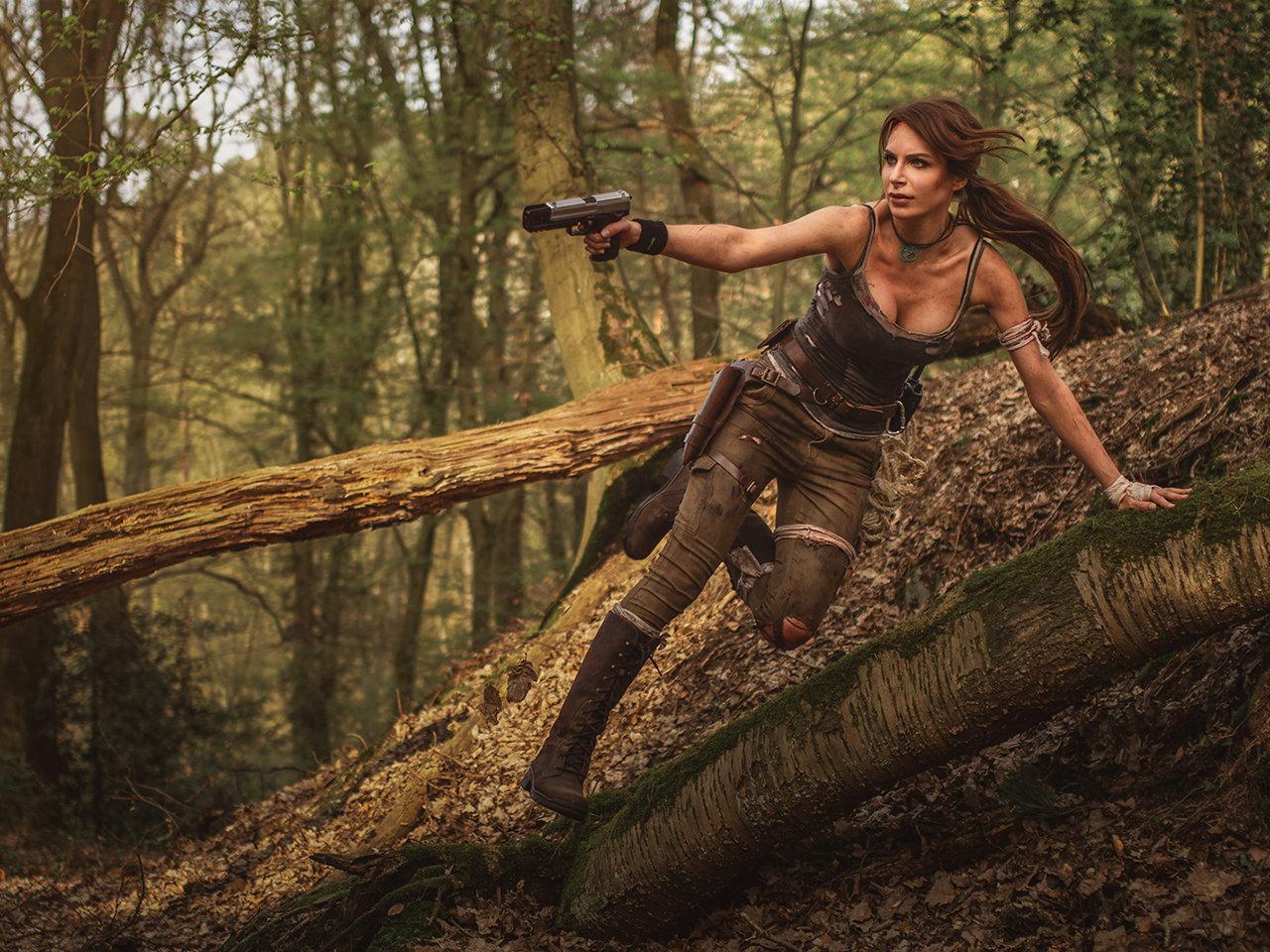Lara Croft, Model ist Lena. Instagram: @lena_lara_cosplay Facebook: @lenalaracosplay. Photograf ist Tobias. Instagram: @schmelzertobias. Facebook: @schmelzertobias.
