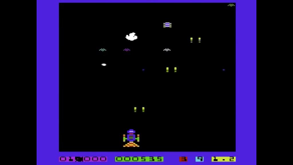 Im Weltraum-Gefecht. Tatsächlich fühlt sich das Spiel wie ein Arkade-Automaten an. (Bild: André Eymann)