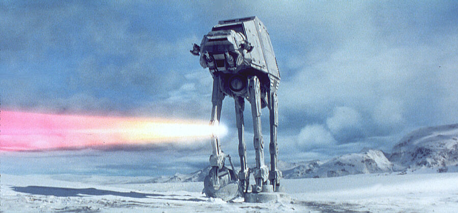 Ein Imperial Walker im Film auf dem Eisplaneten Hoth. (Bild: LucasArts)
