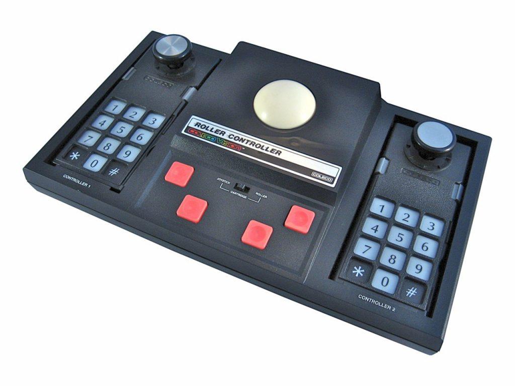Der Roller Controller ist ein Trackball, der mit den Spielen Centipede, Omega Race, Victory und WarGames genutzt werden konnte. (Bild: Torsten Othmer)