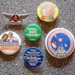 Ansteckbuttons von Atari, Activision, Imagic und Milton Bradley. (Bild: Guido Frank)