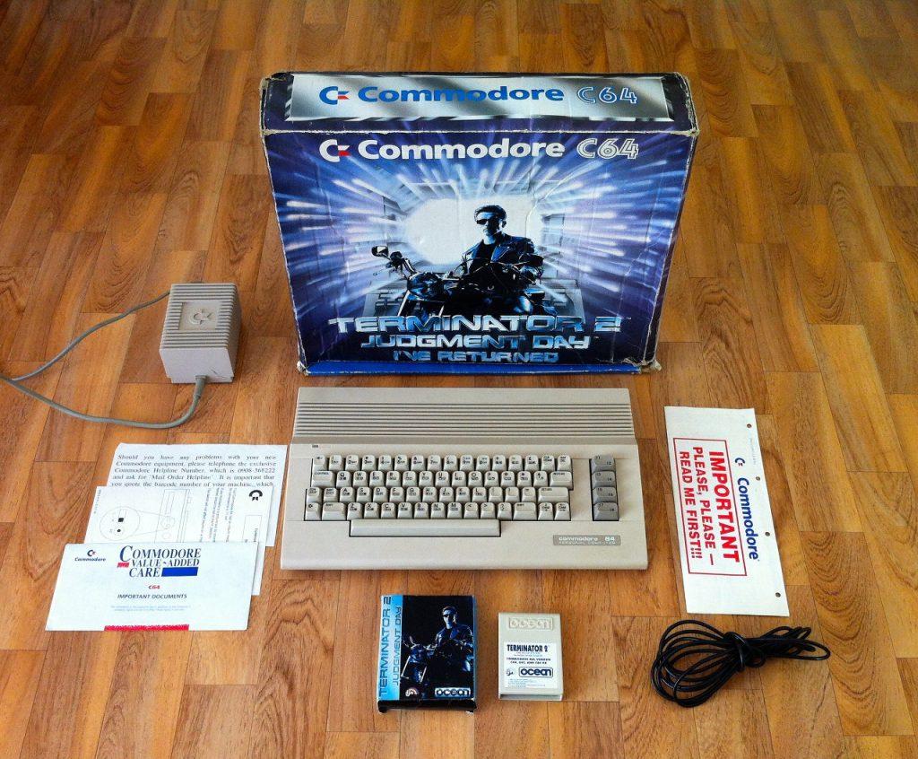 Das englische C64 Bundle von 1991 enthielt ein T2-Spielmodul, sowie die Programme Image System und den Modern Music Maker. (Bild: Domingo Fivoli)