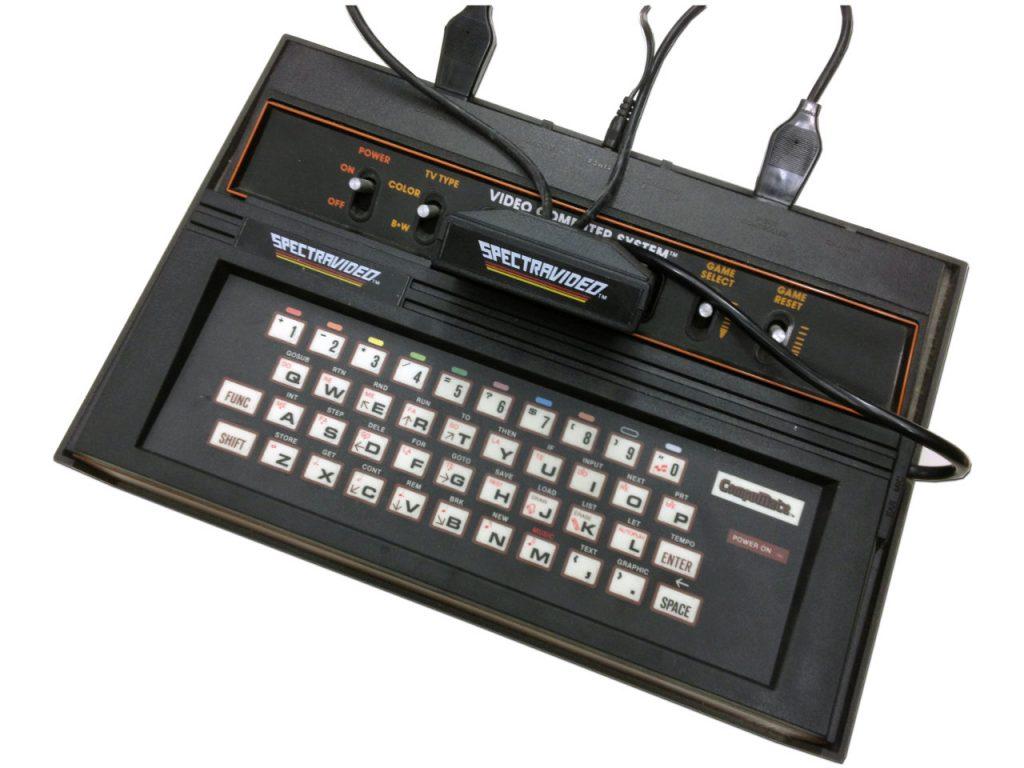 Durch das CompuMate von Spectravideo - in Deutschland von der Fa. Quelle vertrieben - wurde die Atari VCS Konsole zu einem fast vollständigen Heimcomputer. (Bild: Stefan Höltgen)