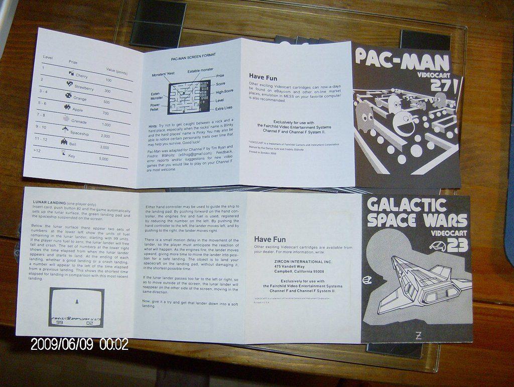 Anleitung (geöffnet) für die Pac-Man Version der Videoplay-Konsole. (Bild: Fredric Blåholtz)