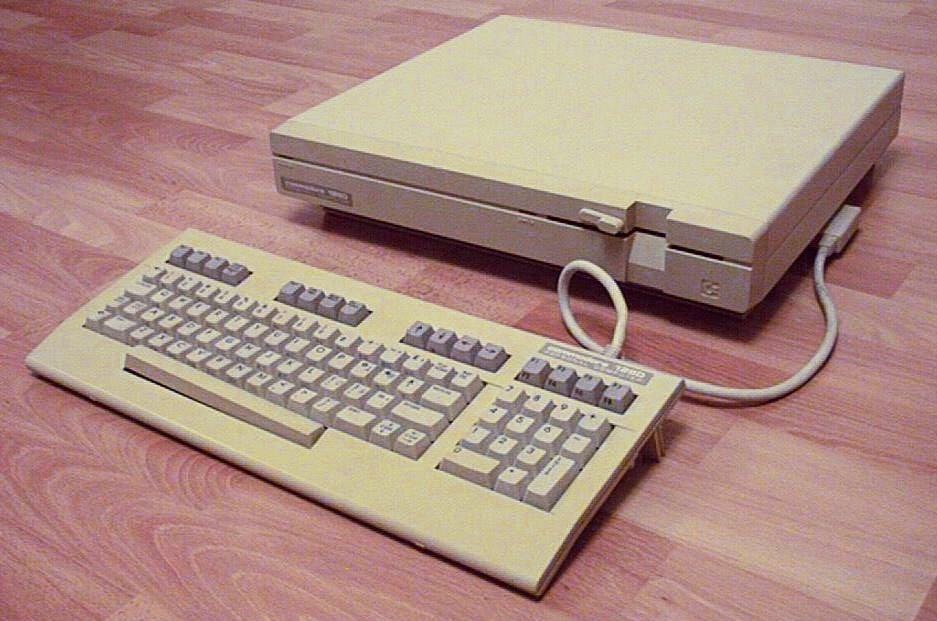 Der Commodore C128D wurde ab 1985 gebaut und war der Nachfolger des Commodore 64. Er enthielt einen C64-Modus, in dem der Rechner nahezu vollständig kompatibel mit seinem Vorgänger war. (Bild: Mika Ojutkangas)