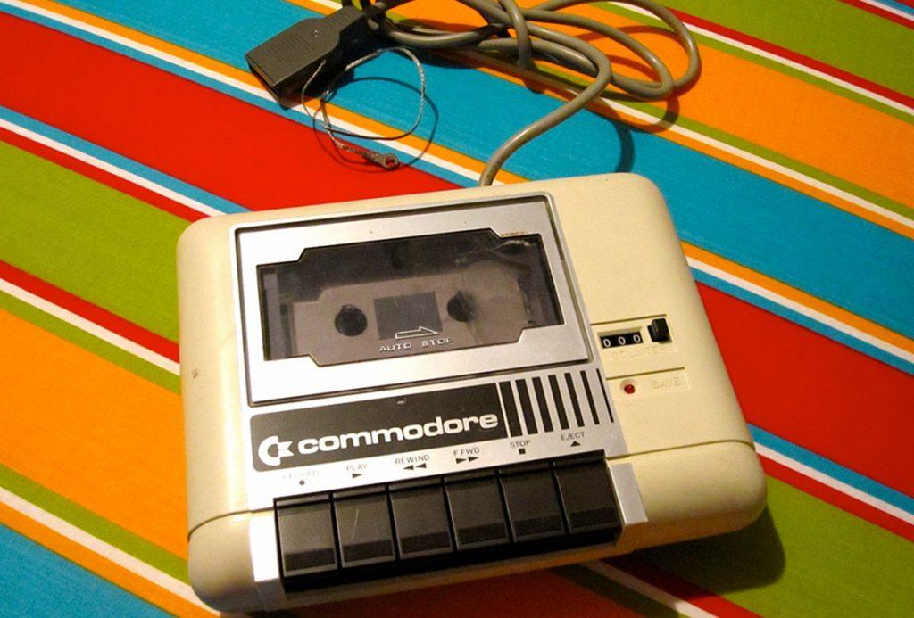 Die Datasette war ein kleines Bandlaufwerk von Commodore, auf dem der C64 seine Daten speichern konnte. Als Medien kamen handelsübliche Compact Cassetten zum Einsatz. (Bild: André Eymann)