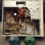"""Im Vergleich zu modernen Rechnern sieht es sehr mager aus, aber """"Medal of Honor"""" lief astrein. (Bild: Stefan P.)"""