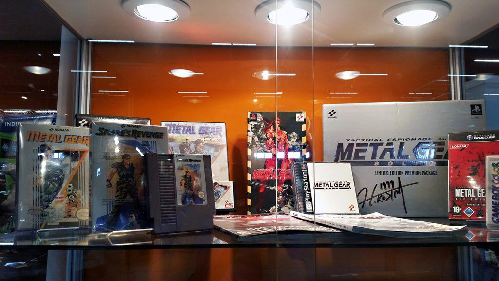 Vor Death Stranding erschuf Hideo Kojima Metal Gear – im Retro-Bereich wurden einige Klassiker der Reihe ausgestellt. (Bild: Christian Serra)