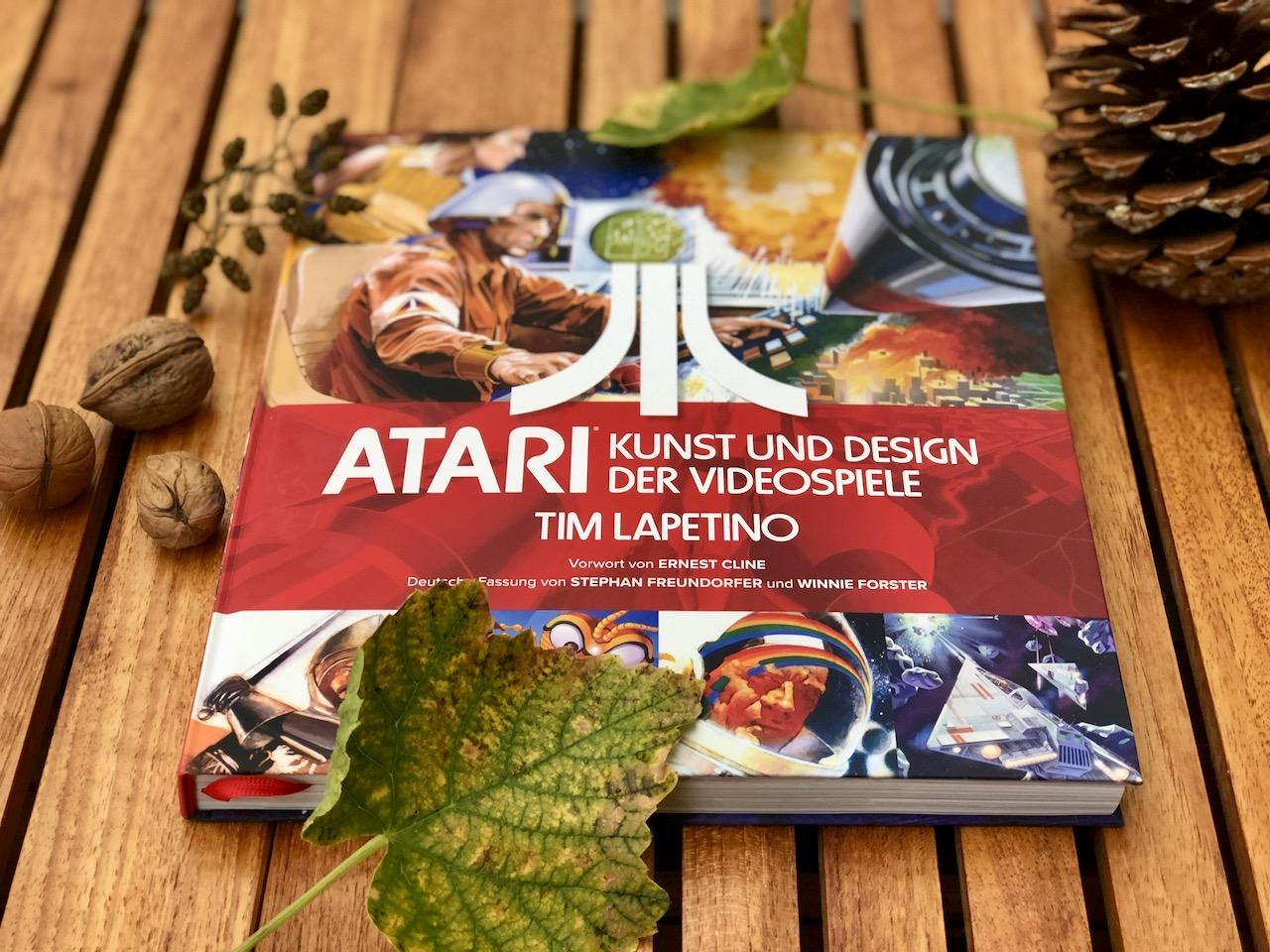 """""""ATARI: Kunst und Design der Videospiele"""" ist der perfekte Schmöker für den Herbst und Winter. (Bild: André Eymann)"""