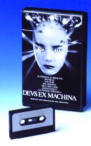 Für 1 Pfund aus der Drugstore-Ramschkiste: Deus Ex Machina, der erste Interactive-Movie-Versuch der englischen Branche, bricht Hersteller Automata 1984 das Genick. (Bild: Winnie Forster)