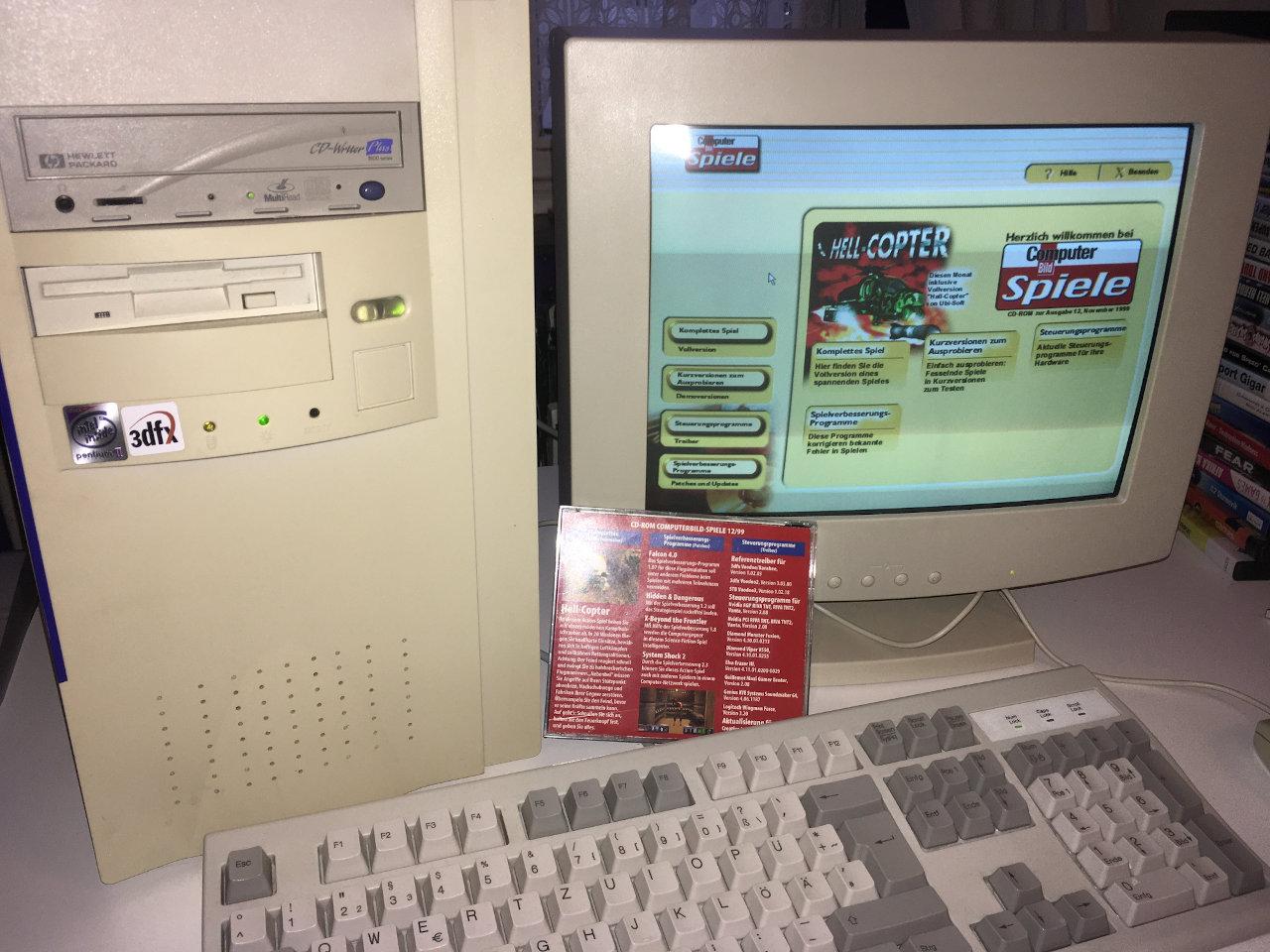 Das Menü der beiliegenden Heft-CD. Das Foto stellt ungefähr einen typischen PC-Arbeitsplatz aus der Zeit dar. (Bild: Kevin Puschak)