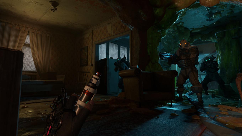 Keine Ahnung was Alyx da in der Hand hält. Beim plötzlichen Auftauchen der Zombies oder Combine-Soldaten sollen Testpersonen schon mal vor Schreck ihre Waffe fallen gelassen haben …  (Bild: Valve)