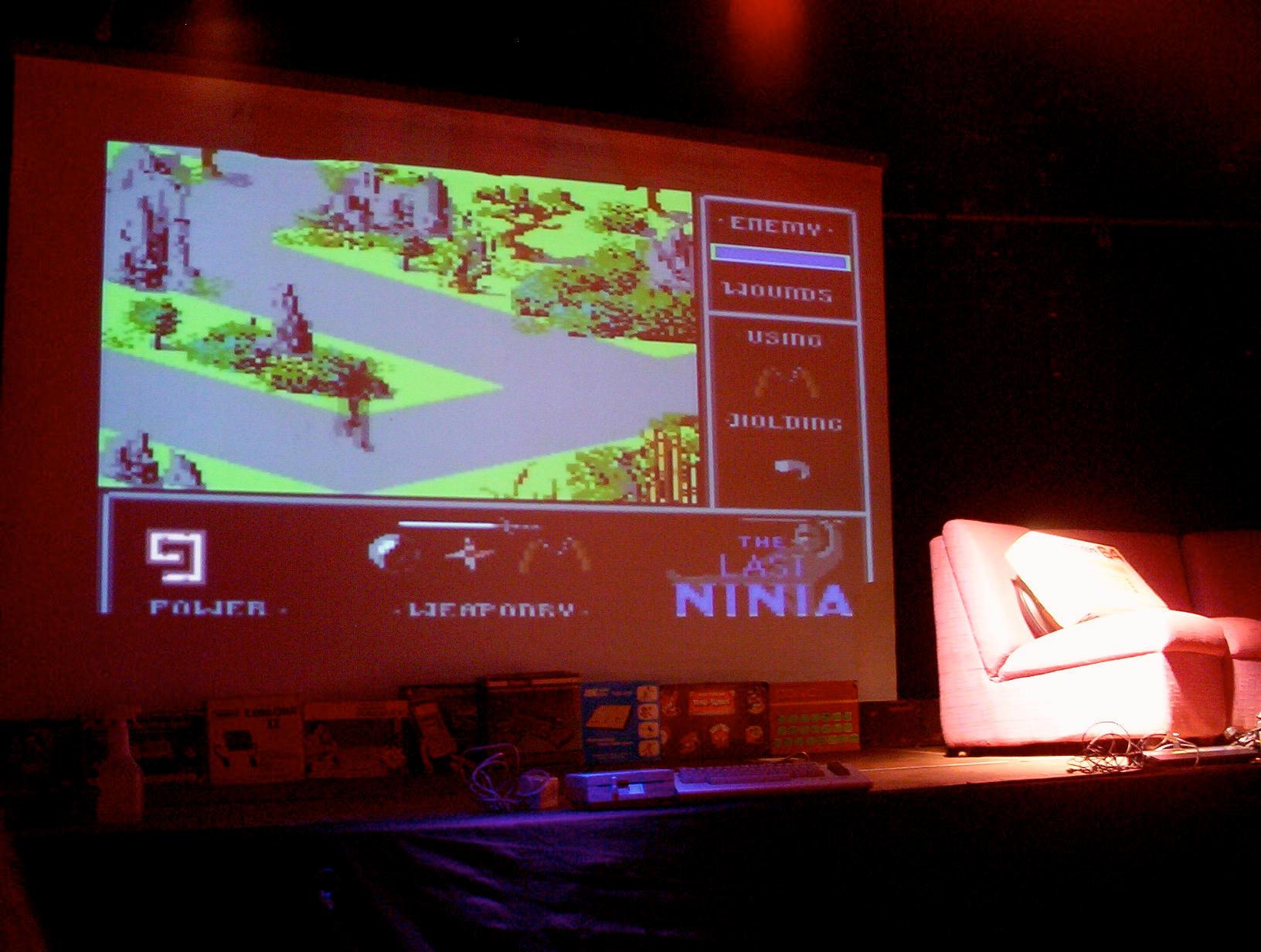 Auf der dem Retro-Event Telespielomat 2004 in Oberhausen hatte Reinhard einen Vortrag über sein Projekt gehalten. Während dieser Veranstaltung wurde sein Longplay zu The Last Ninja gezeigt. (Bild: André Eymann)