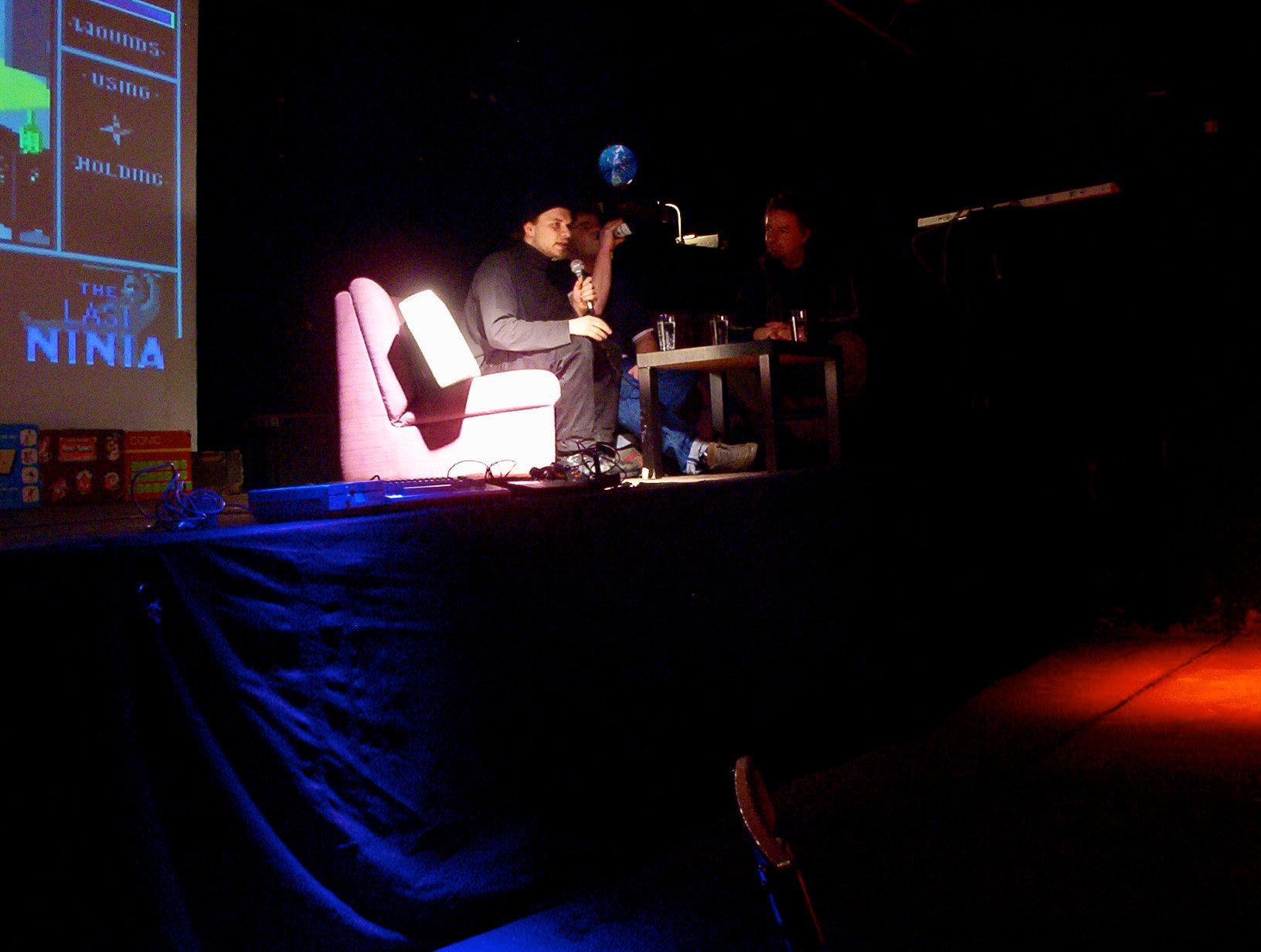 Reinhard Klinksiek auf der Bühne bei der Veranstaltung Telespielomat 2004. (Bild: André Eymann)