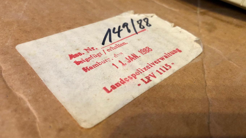 In diesem Karton wurden 1988 Computer des CCC durch die Landespolizeiverwaltung sichergestellt. (Bild: André Eymann)
