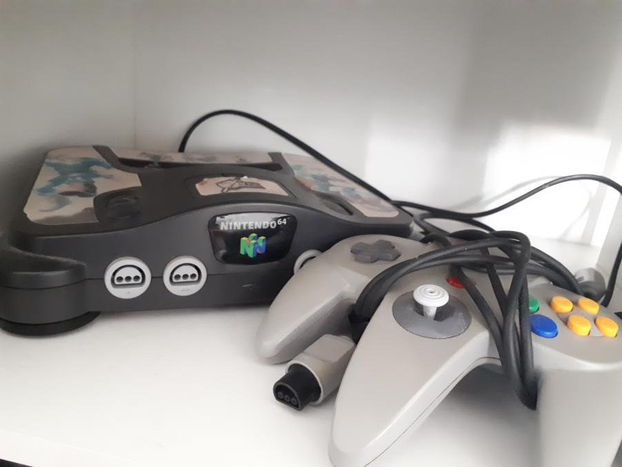 Der originale N64, den mein Bruder mir inzwischen übereignet hat. (Bild: Marisa)