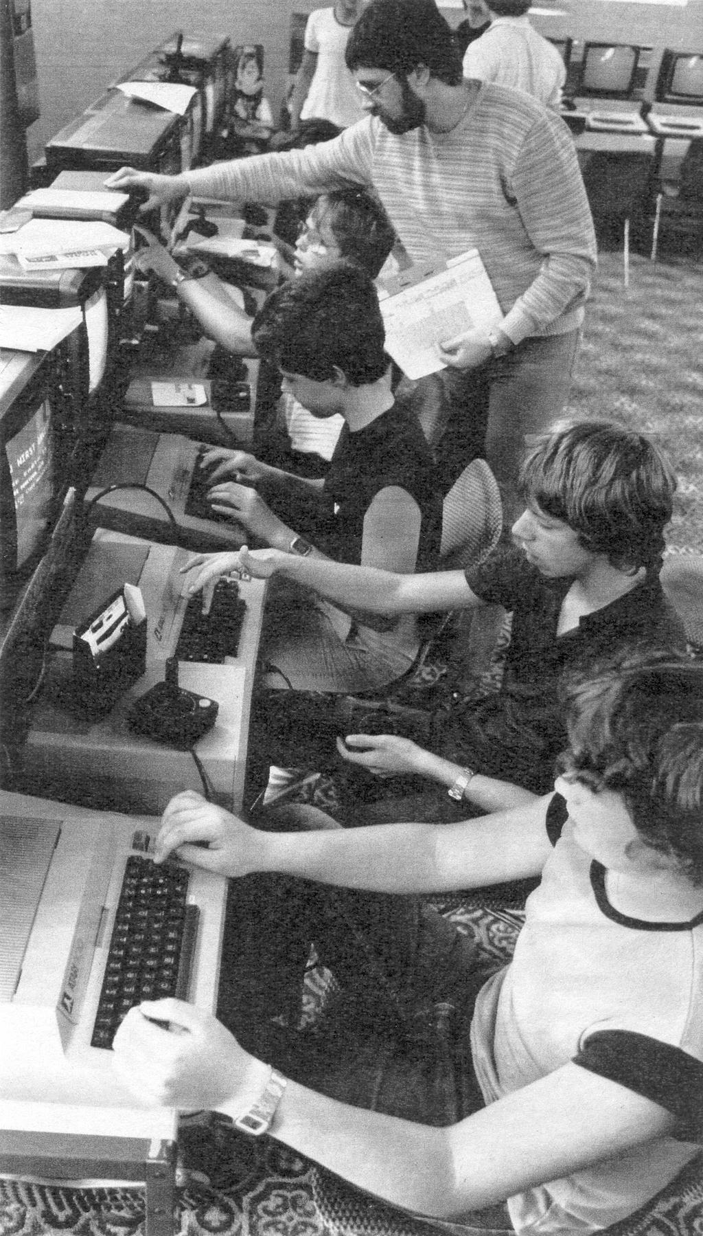 Atari Computer Camp im Hotel Sauerland Stern in Willingen vom 05.08.1983–19.08.1983. (Bild: Neue Revue 1983/42)