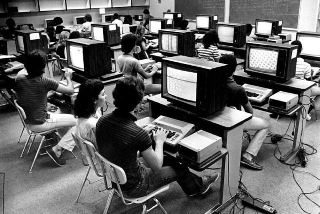 Atari 800 Heimcomputer in einer Schulklasse von 1985. Aufgenommen in Miami, Florida. (Bild: PCWorld.com)
