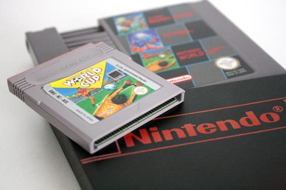 World Cup für den Gameboy und für das NES. Beide haben meinen Freunden und mir unzählige spaßige Stunden vor dem Bildschirm bereitet. (Bild: Boris Kretzinger)