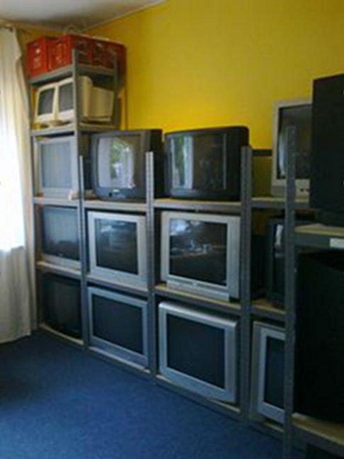Ein Blick in das TV-Lager. Hier wird für jeden Bedarf etwas geboten. (Bild: Daniel Rene Steinbiss)